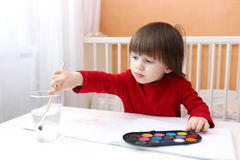 Pintura da criança pequena Foto de Stock Royalty Free