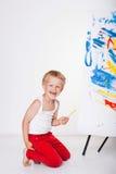 A pintura da criança pinta a imagem na armação Educação creatividade fotografia de stock