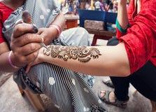 Pintura da hena na Índia Fotografia de Stock Royalty Free