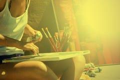 Pintura da jovem mulher na rua Imagem de Stock Royalty Free