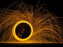Pintura da luz de palhas de aço na obscuridade Fotografia de Stock