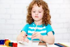 Pintura da menina. fotos de stock royalty free