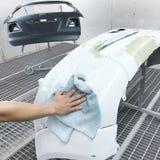 Pintura da reparação de automóveis da carroçaria do carro após o acidente Imagens de Stock Royalty Free