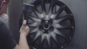 Pintura das rodas do automóvel vídeos de arquivo