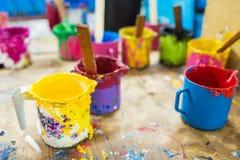 Pintura de óleo e escovas de pintura Fotos de Stock