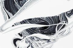 Pintura de óleo mineral abstrata do fundo, a branca e a preta na água Imagem de Stock