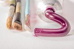 Pintura de aceite magenta del tubo Fotografía de archivo