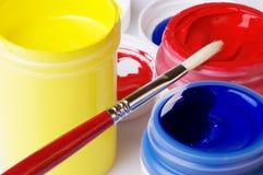 Pintura de acrílico del artista del color primario Foto de archivo