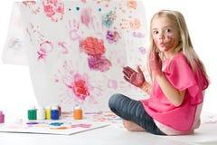 Pintura de dedo bonito da menina fotografia de stock