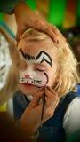 Pintura de la cara del conejo de la niña Imagen de archivo