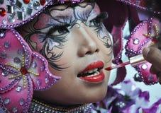 Pintura de la cara en la moda Carnaval de Jember Imagenes de archivo