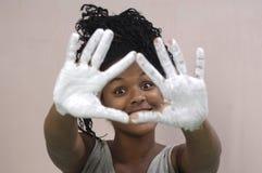 Pintura de la chica joven y el manchar, muchacha africana Foto de archivo