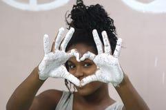 Pintura de la chica joven y el manchar, muchacha africana Imagen de archivo