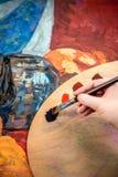 Pintura de la mano con el cepillo Imagen de archivo