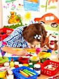 Pintura del niño. Imagen de archivo