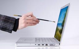 Pintura de la persona en la computadora portátil Imagen de archivo libre de regalías