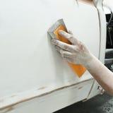 Pintura de la reparación auto del trabajo de carrocería después del accidente Fotografía de archivo