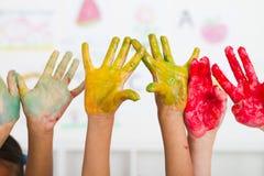 Pintura de las manos de los cabritos imagen de archivo libre de regalías