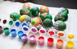 Pintura de los huevos de Pascua Foto de archivo libre de regalías