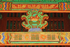 Pintura de madeira do feixe de telhado de Coreia imagens de stock