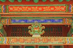 Pintura de madeira do feixe de telhado de Coreia imagens de stock royalty free