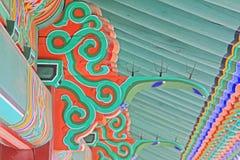 Pintura de madeira do feixe de telhado de Coreia fotografia de stock royalty free