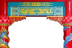 Pintura de oro china del templo del dragón con los pilares foto de archivo