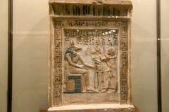 Pintura de pared y decoración de la tumba: dioses y jeroglíficos egipcios antiguos fotos de archivo libres de regalías