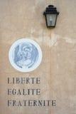 A pintura de parede com três baseou conceitos da Revolução Francesa: Li Imagem de Stock