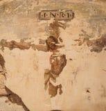 Pintura de parede de Cristo na cruz Você pode ver a imagem mas com deterioração que lhe dá um toque do misticismo para fotos de stock royalty free