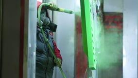 Pintura de pulverizador industrial das peças de metal vídeos de arquivo