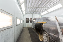 Pintura del coche en body shop Imagen de archivo libre de regalías