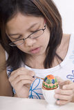 Pintura del huevo de Pascua imagen de archivo
