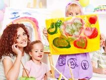 Pintura del niño en la base. imágenes de archivo libres de regalías