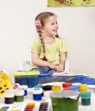 Pintura del niño en pre-entrenamiento. imagen de archivo libre de regalías