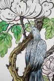 Pintura del pájaro en la pared tailandesa del templo Imagen de archivo