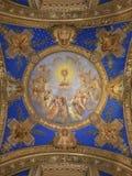 Pintura del techo de la bóveda de la adoración de la eucaristía de los ángeles imagen de archivo libre de regalías