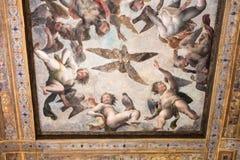 Pintura del techo en museo ducal del palacio en Mantua Fotos de archivo libres de regalías
