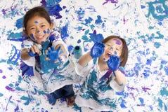 Pintura do assoalho das meninas da infância imagem de stock