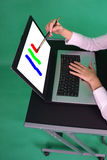 Pintura do desenhador gráfico na tela. Fotografia de Stock