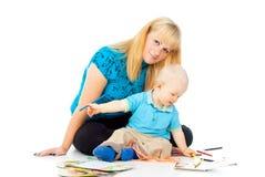 Pintura feliz de la madre y del bebé foto de archivo libre de regalías