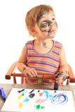 Pintura feliz joven de la muchacha en el papel. Foto de archivo libre de regalías