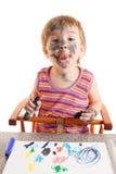 Pintura feliz nova da menina no papel. Imagens de Stock