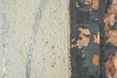 Pintura lascada no fundo velho da textura do muro de cimento imagens de stock royalty free