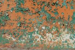 Pintura lascada, superfície pintada do ferro com uma corrosão do metal, fundo velho com casca e pintura de rachamento como o fund imagem de stock