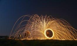 Pintura ligera con los círculos y el paraguas del fuego Fotografía de archivo libre de regalías