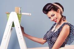 Pintura modela de la muchacha en la pared Foto de archivo