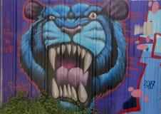 Pintura mural azul do tigre por Theo Ponchaveli, Dallas, Texas imagens de stock