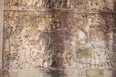 Pintura mural cinzelada pedra da parede em Angkor Wat, Camboja fotos de stock