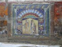 Pintura mural colorida da parede da casa de campo do mármore de Herculaneum, Itália imagens de stock royalty free